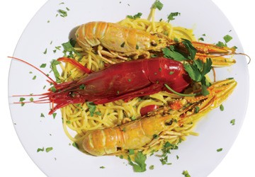 Spaghetti with shrimp, crawfish and curry sauce