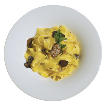 Tagliatelle with truffle and white sauce